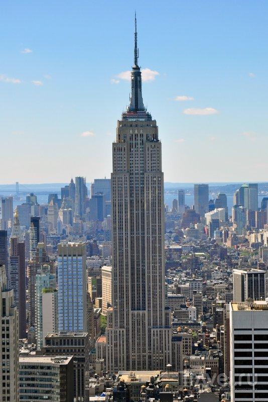 Этот небоскреб не самый высокий в мире, зато благодаря голливудским фильмам он стал одним из самых узнаваемых.