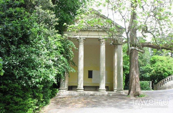 Павильон Минервы, возведенный в стиле греческих храмов