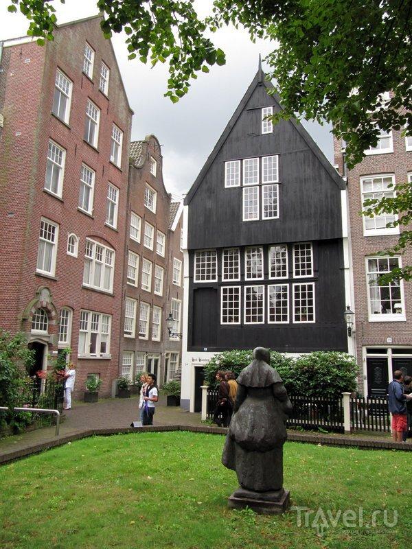 Один из двух старейших деревянных дом Амстердама