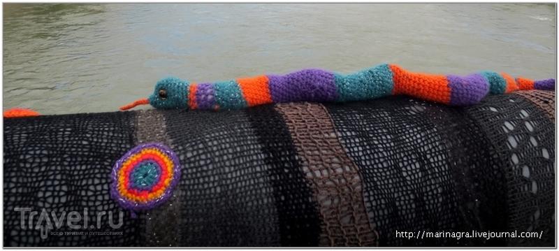 """Перила моста были одно время """"одеты"""" в пестрый вязаный футляр / Фото из Швейцарии"""