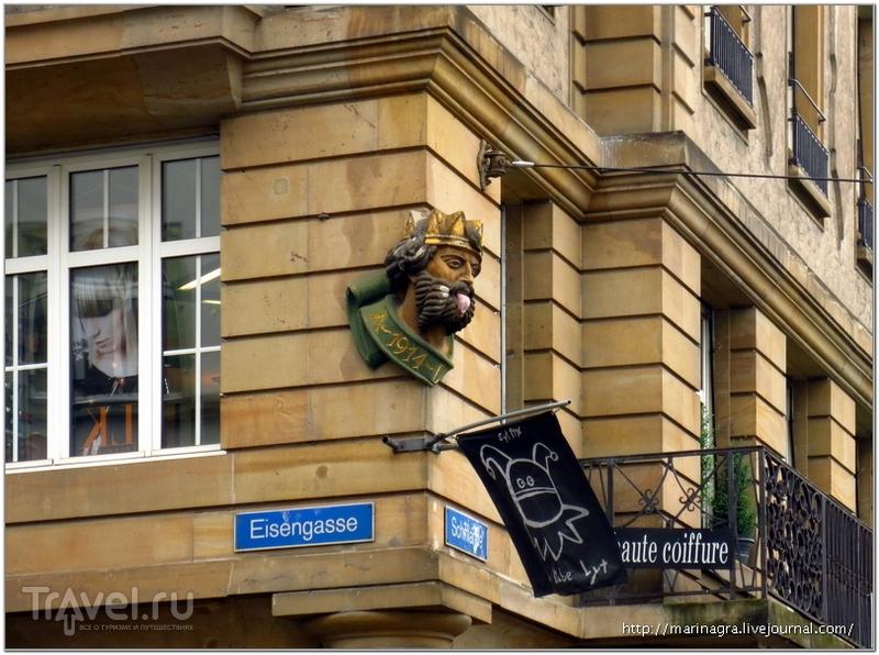 """Копия маски """"Laellekeenig"""" на въезде в Большой Базель / Фото из Швейцарии"""