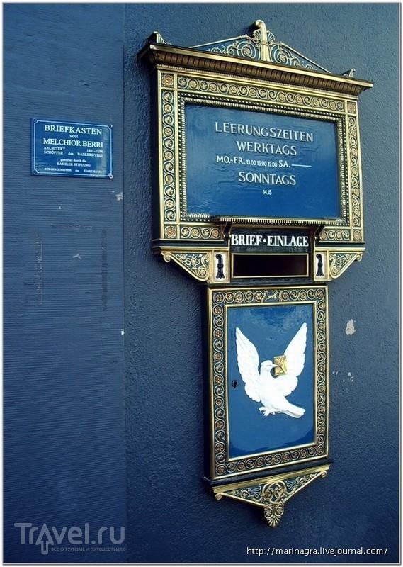 """Старинный почтовый ящик, украшенный изображением белой голубки """"Dubbli"""" / Фото из Швейцарии"""