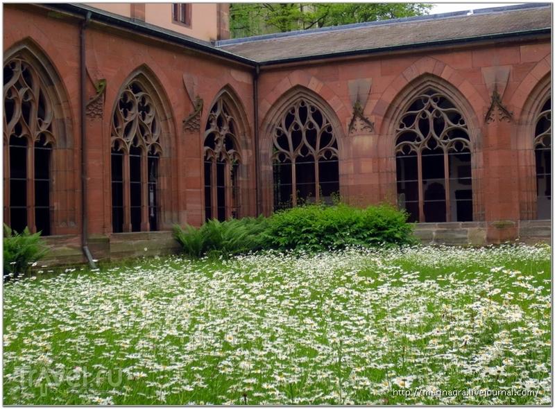 Внутренний двор Базельского собора / Фото из Швейцарии
