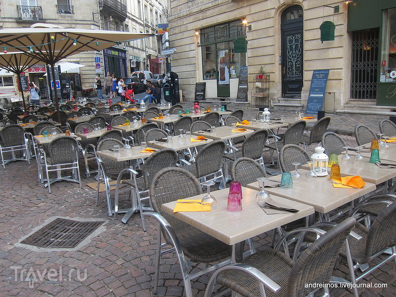 Площадь Сен-Пьер (Place Saint-Pierre) / Фото из Франции