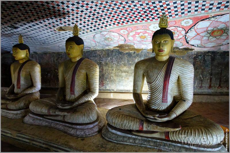 В храме было темно и таинственно / Шри-Ланка