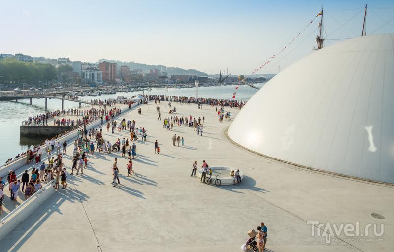 Центральная площадь, где проходят концерты и музыкальные фестивали, вмещает до десяти тысяч человек / Испания