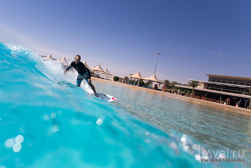 Серфинг на искусственной волне в Дубае / ОАЭ