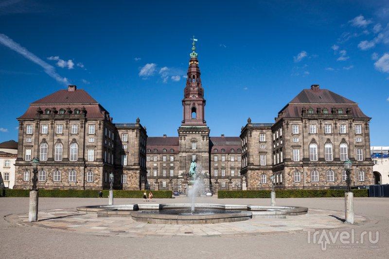 Теперь в замке-дворце заседает парламент Дании
