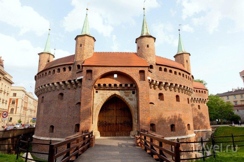 Барбакан в Кракове - одно из трех фортификационных сооружений такого типа, сохранившихся в Европе