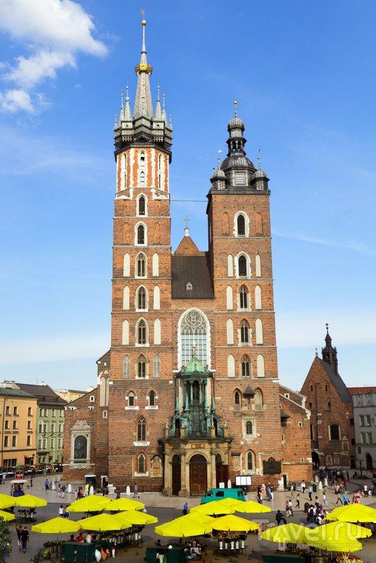 Одна из башен собора раньше использовалась как сторожевая
