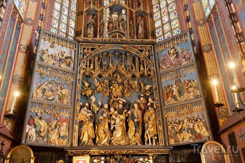 Деревянный готический алтарь - главная ценность Мариацкого костела Кракова