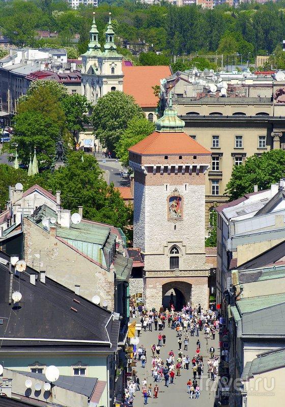 Древние Флорианские ворота веду в Старый Город Кракова