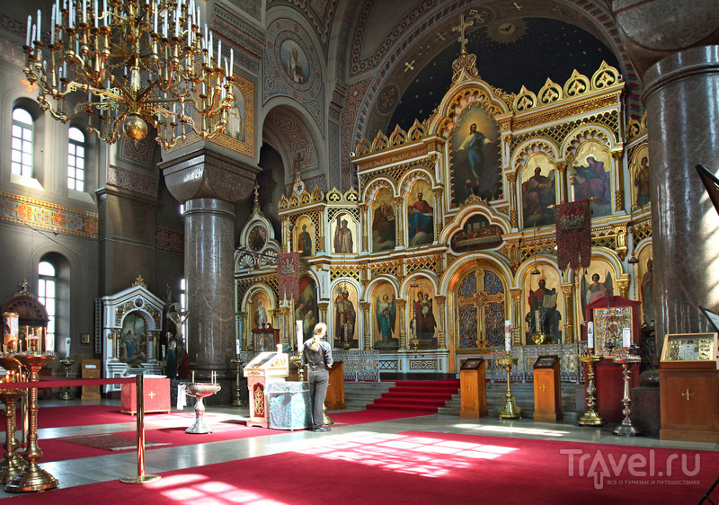 Успенский собор является действующим православным храмом