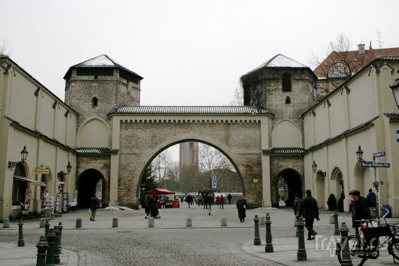 Зимой рядом с Зендлинскими воротами проходит традиционная Рождественская ярмарка