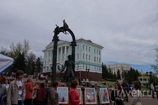 Саранск - парки, девушки, искусство / Россия