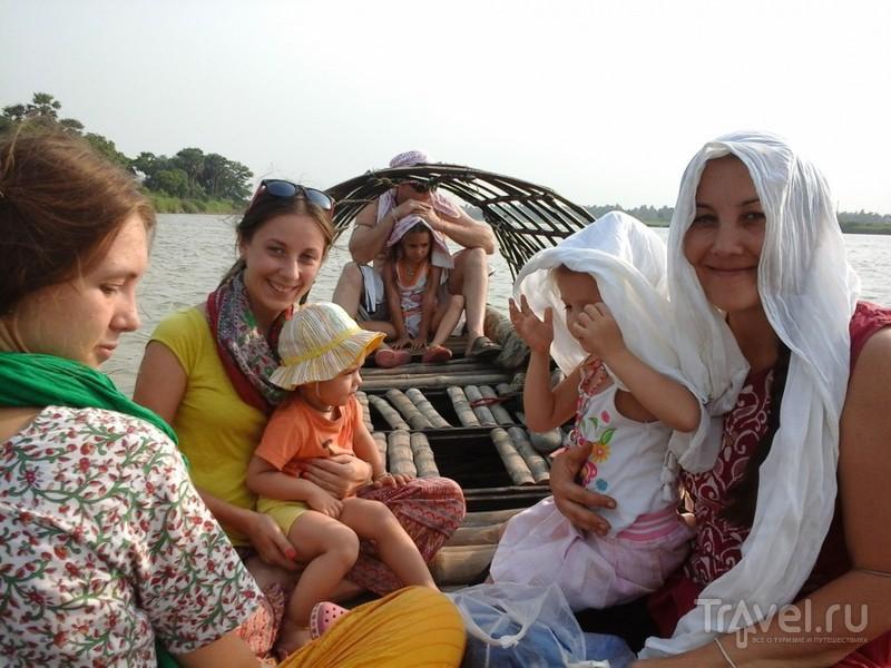 Ганга - единственное спасение от жары. Поездка на лодочке / Индия