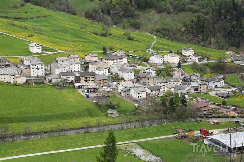 Волшебный поезд среди швейцарских гор / Фото из Швейцарии