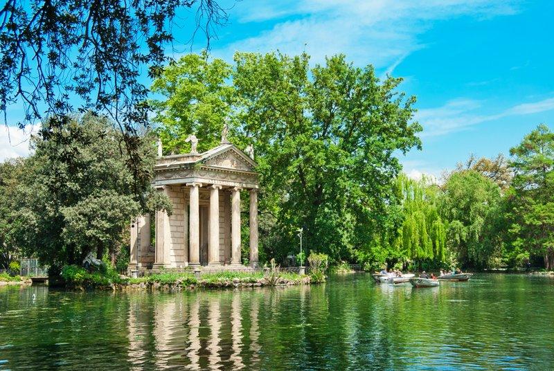 Беседка Храм Эскулапа XIX века, расположенная в парке виллы Боргезе
