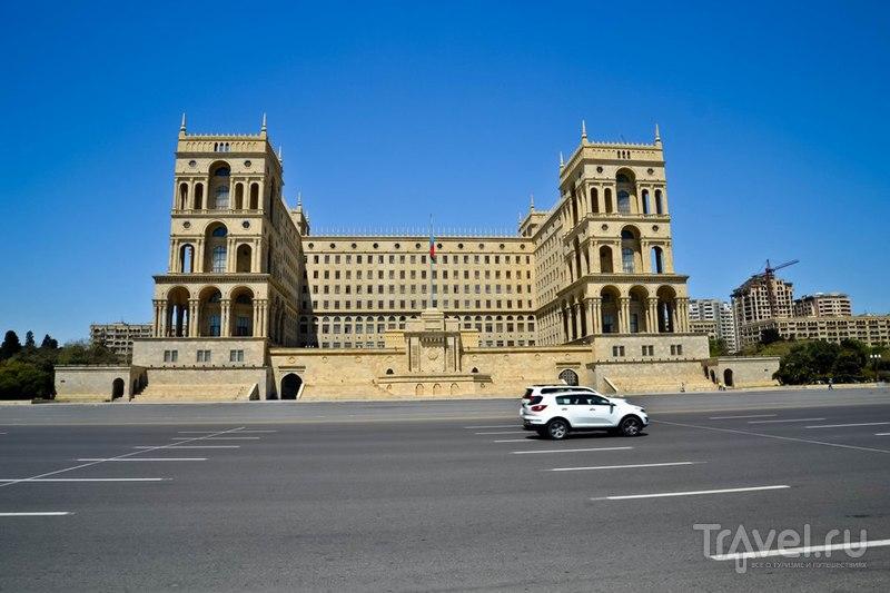Баку. Приморский бульвар и белый шедевр / Фото из Азербайджана