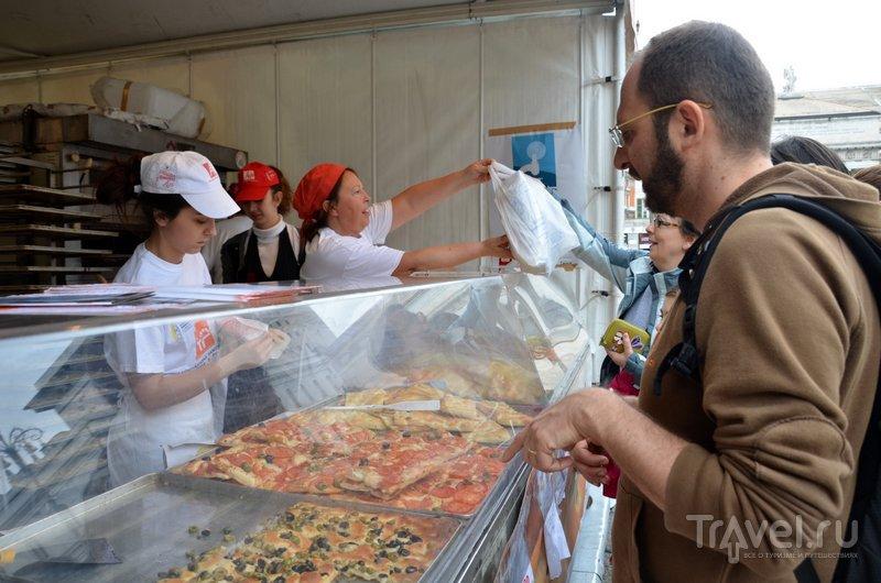 На центральной площади за 2 евро продают самую вкусную на свете фокаччу.  / Фото из Италии