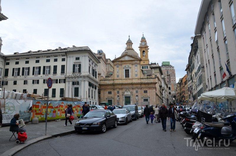 На улицах города много попрошаек и уличных музыкантов. / Фото из Италии