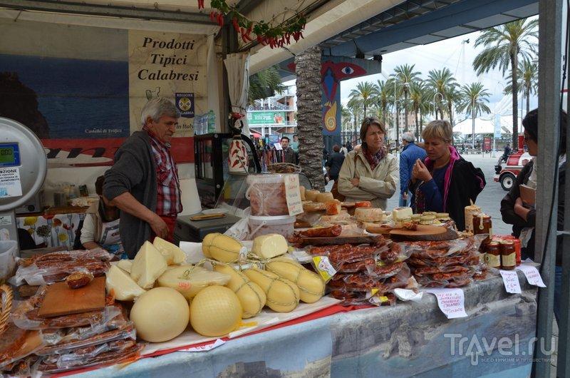 Воскресный фермерский рынок в Старом порту.  / Фото из Италии