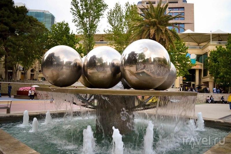 Баку. По пешеходным улицам / Азербайджан