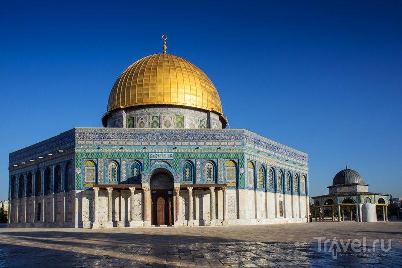 Мечеть Купол Скалы привлекает всеобщее внимание из-за размеров и декора, однако является менее значимой