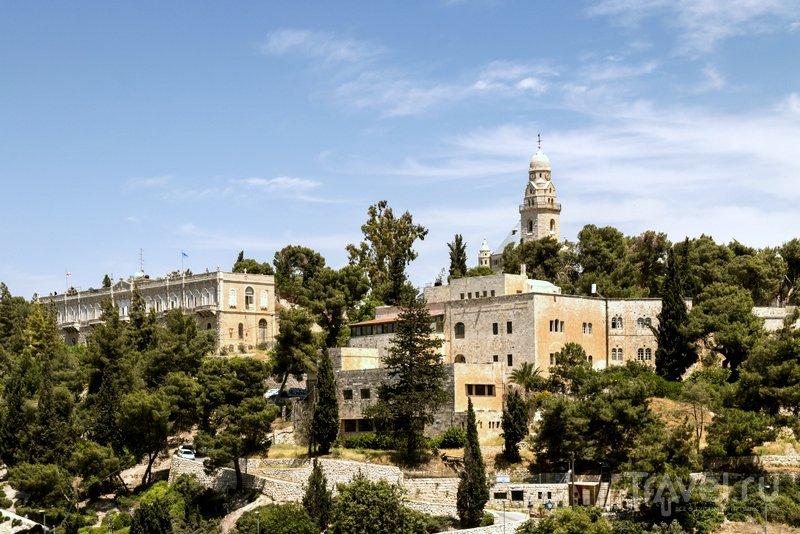 Вид на гору Сион и бенедиктинское аббатство - монастырь Успения Богоматери