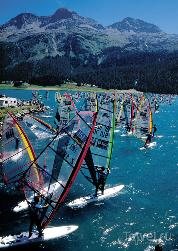 Соревнования по виндсерфингу на озере Сильваплана / Швейцария