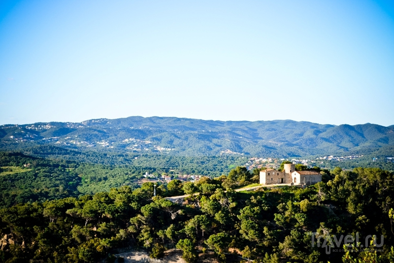 Бланес. Сторожевая башня на горе / Испания