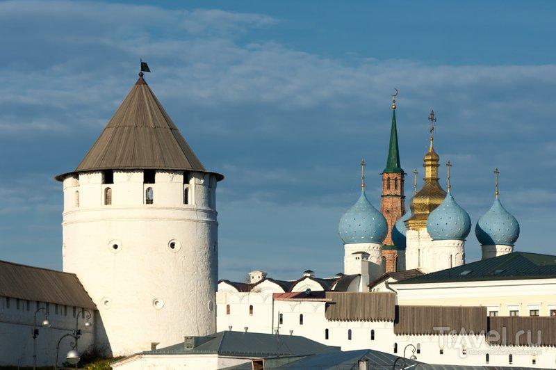 Вид на башни кремля и купола Благовещенского собора