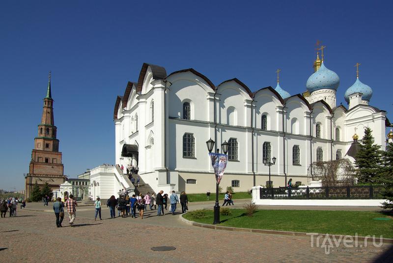 Вид на башню Сююмбике и Благовещенский собор