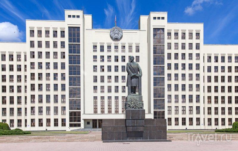 Дом Правительства и памятник Ленину