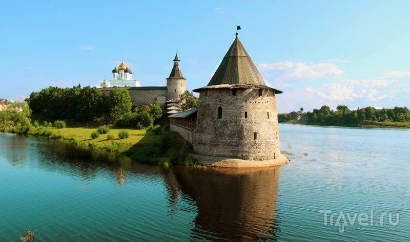 Крепость стоит у слияния рек Псковы и Великой