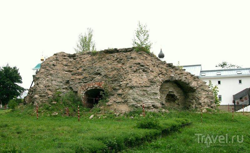 Руины колокольни.