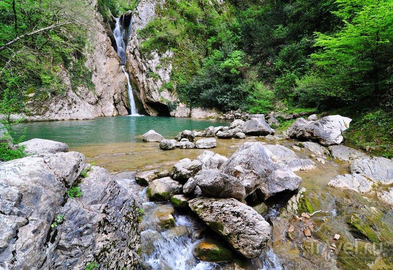 Нижний водопад на реке Агура в Сочи
