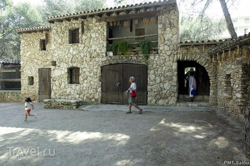 На вилле Masia Catalana воссозданы каталонские обычаи и традиции.