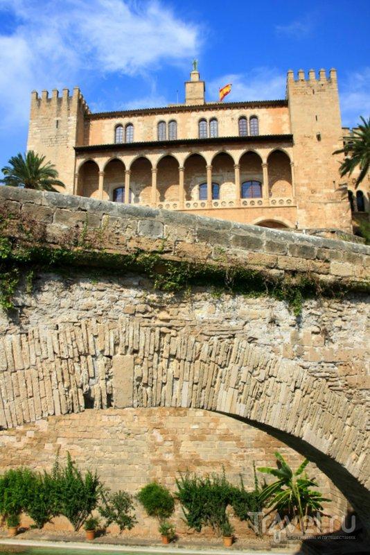 Замку-дворцу около 1000 лет