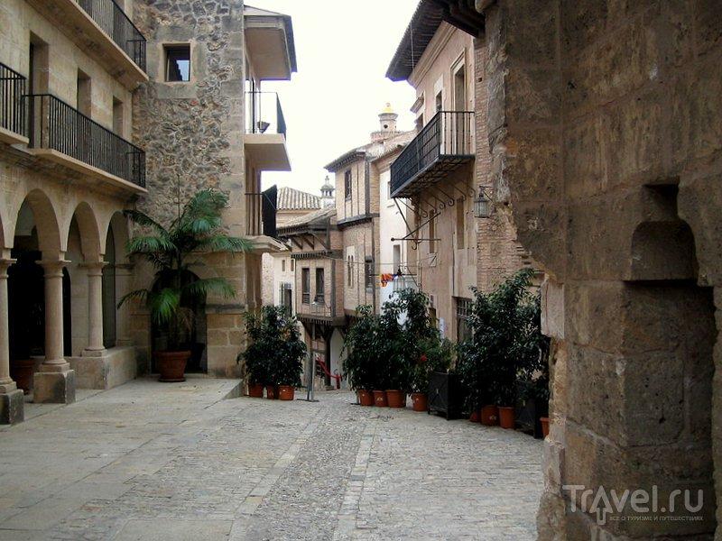 Одна из улочек Испанской деревни в Пальма-де-Мальорке