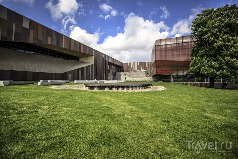 Футуристичное здание научного центра Коперник