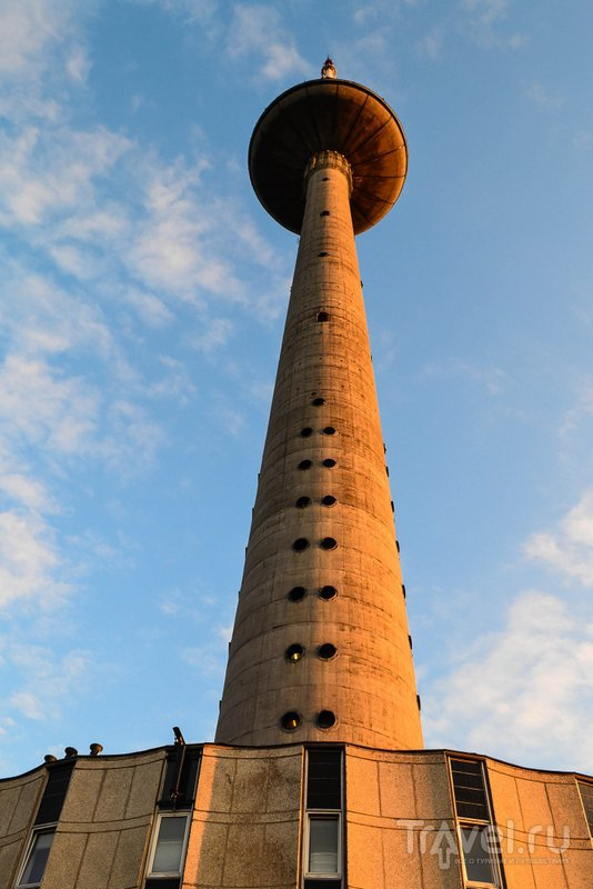Высота башни - почти 330 метров