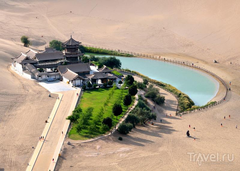 Озеро Юэяцюань / Китай