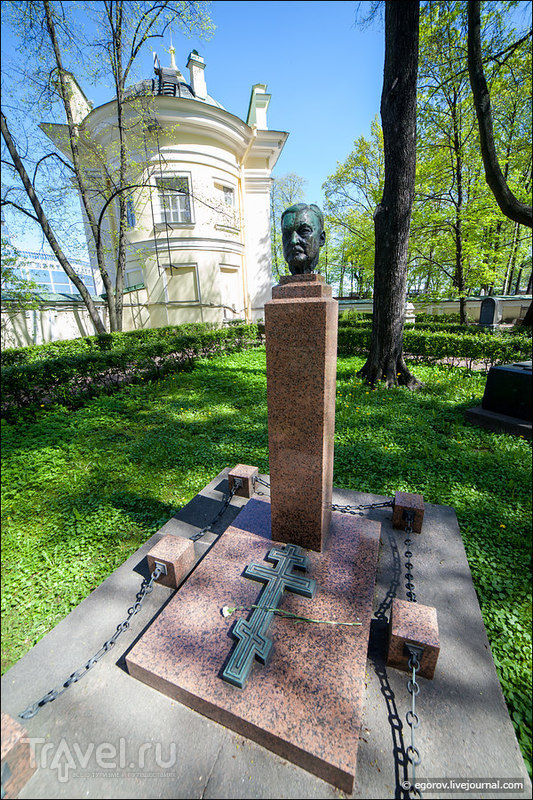 Питерский некрополь - Лазаревское и Тихвинское кладбища / Россия