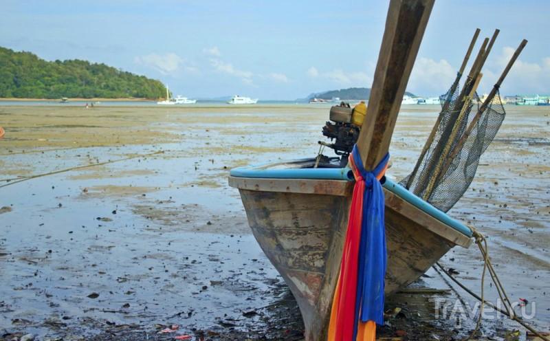 Зачем на тайских лодках ленточки? / Таиланд