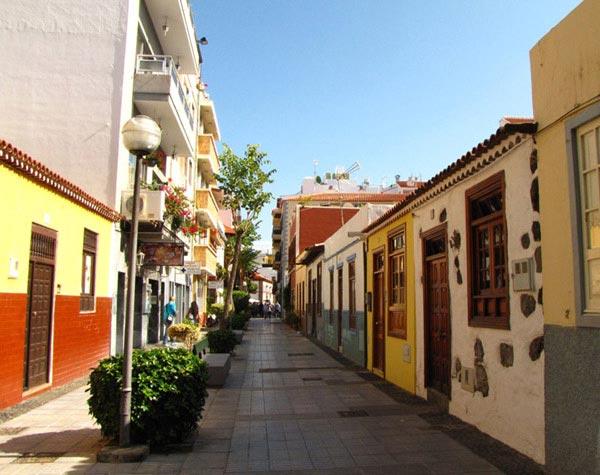 Улочка в городе Пуэрто-де-ла-Круз на Тенерифе