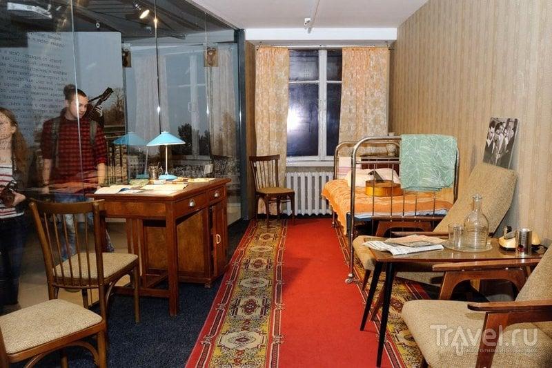 Воссозданный гостиничный номер Высоцкого