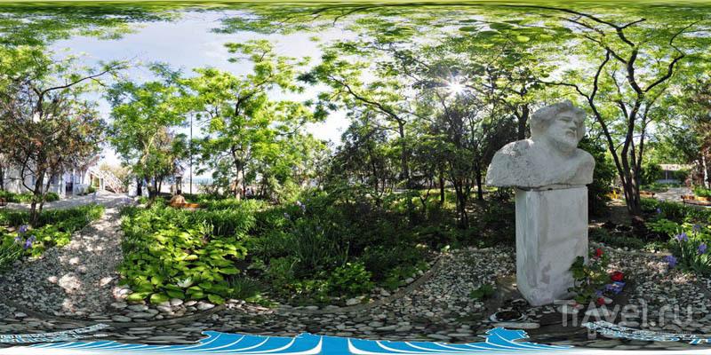 Сад у Дома-музея М. А. Волошина в Коктебеле