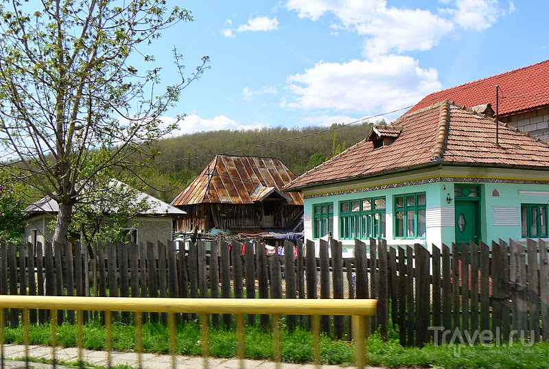 Румыния. Дома у дороги / Румыния