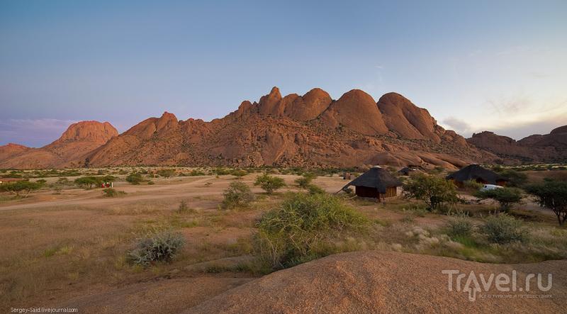 Каменные формации Шпитцкоппе в пустыне Намиб / Фото из Намибии